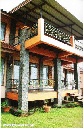 pengaturan cahaya alami dan tinggikan bangunan