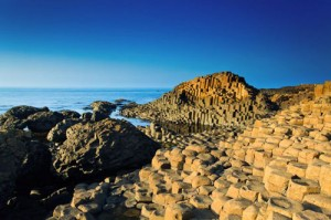 Formasi batu unik Giants Causeway, Irlandia Utara